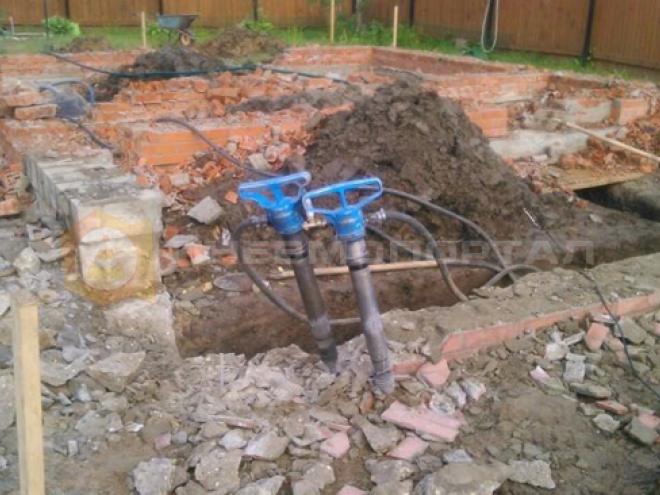 Предоставили в аренду бетоноломы БК 3 для демонтажа фундамента