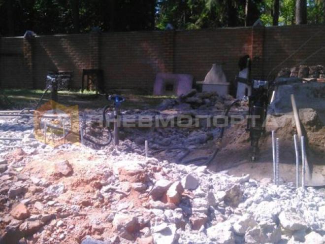 Снесли фундамент и беседку с помощью бетоноломов