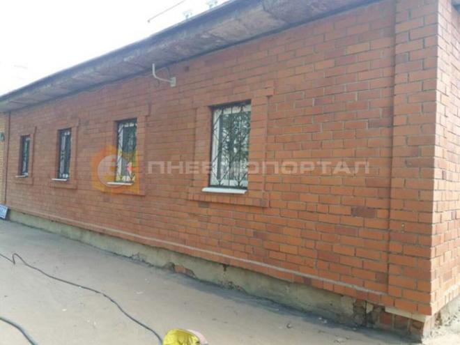 Произвели пескоструйную очистку стен отделения почты России