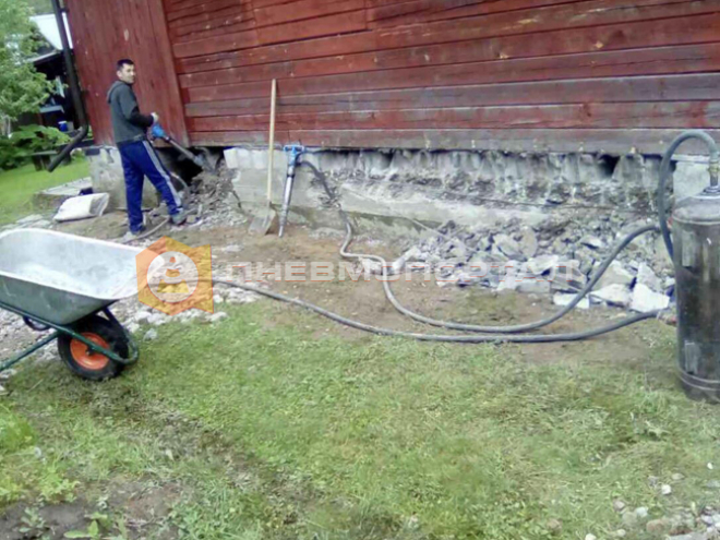 Частично демонтировали фундамент дачного дома