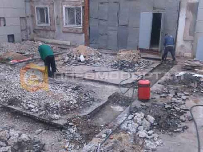 Демонтировали бетон и асфальт для закладки фундамента