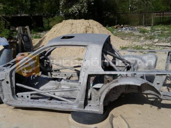 Обработали кузов автомобиля пескоструем