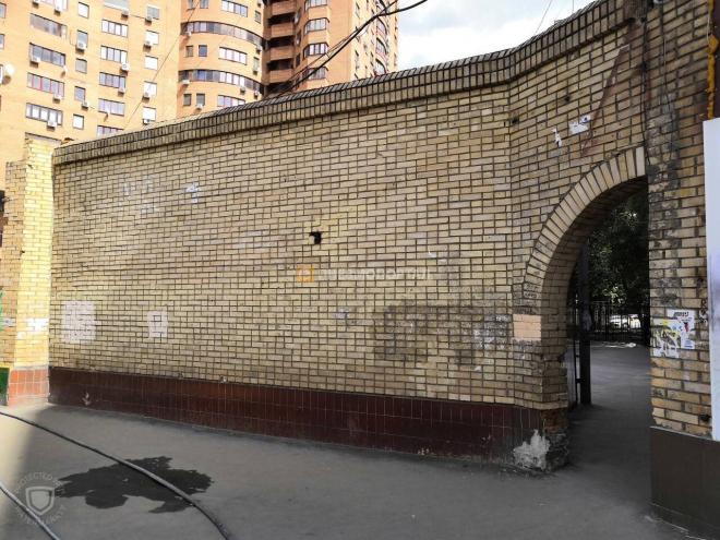 Пескоструйная очистка кирпичных стен от граффити и атмосферных загрязнений в г. Москва, 3-й Крутицкий переулок