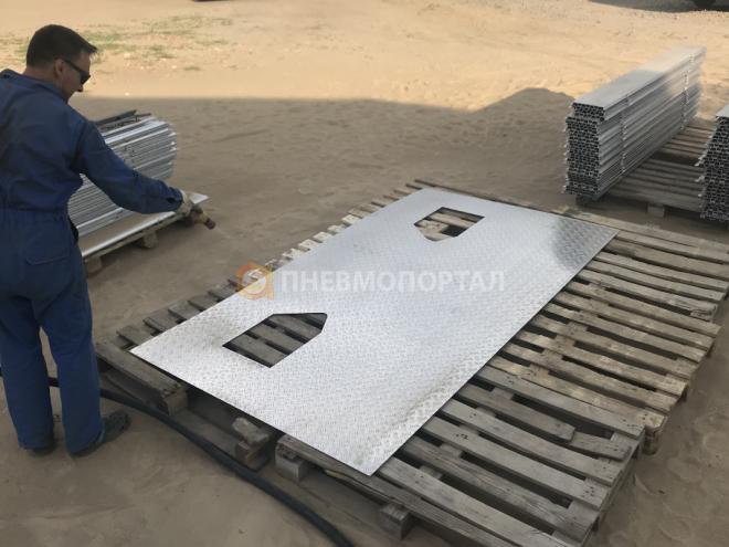 Пескоструйная обработка алюминиевых пластин вертолетной площадки