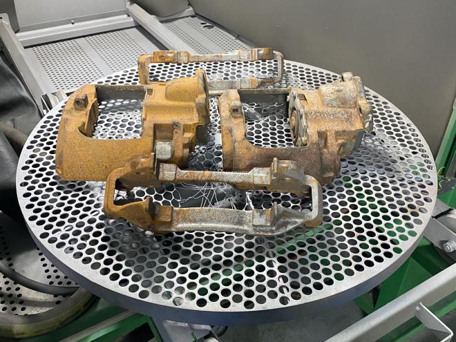 Пескоструйная обработка суппортов от грузового автомобиля Volvo