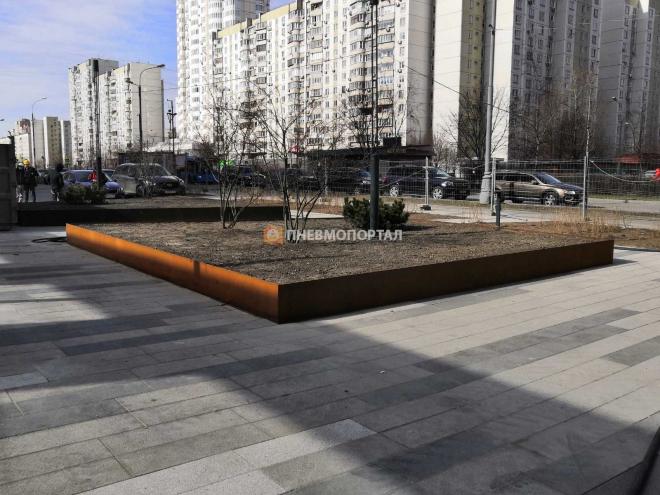 Пескоструйная обработка металлических клумб в Москве, Новочеремушкинская, д. 17