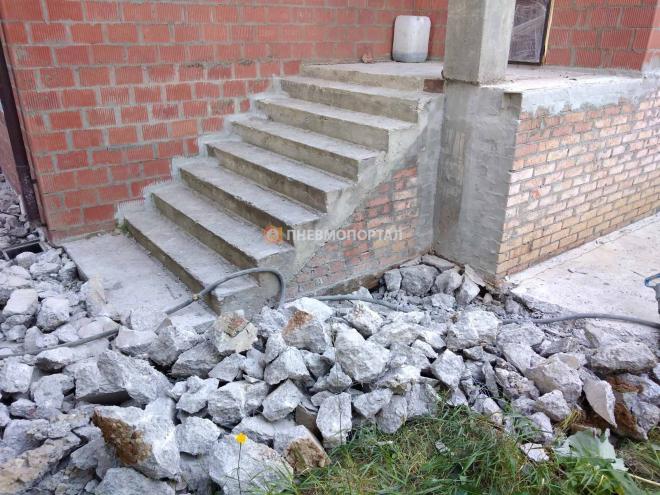 Демонтаж бетонной отмостки в городском округе Мытищи, п. Вешки
